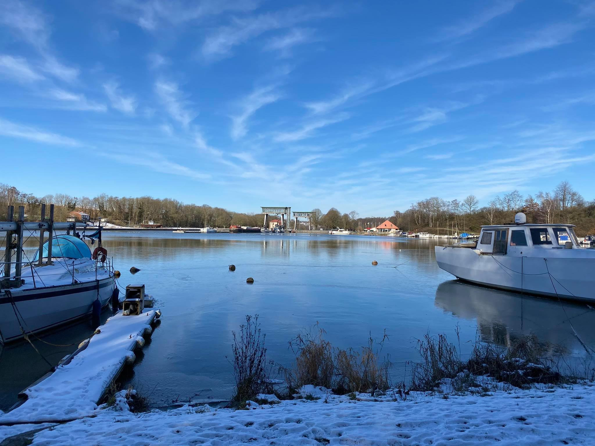 Un beau matin d'hiver à l'écluse