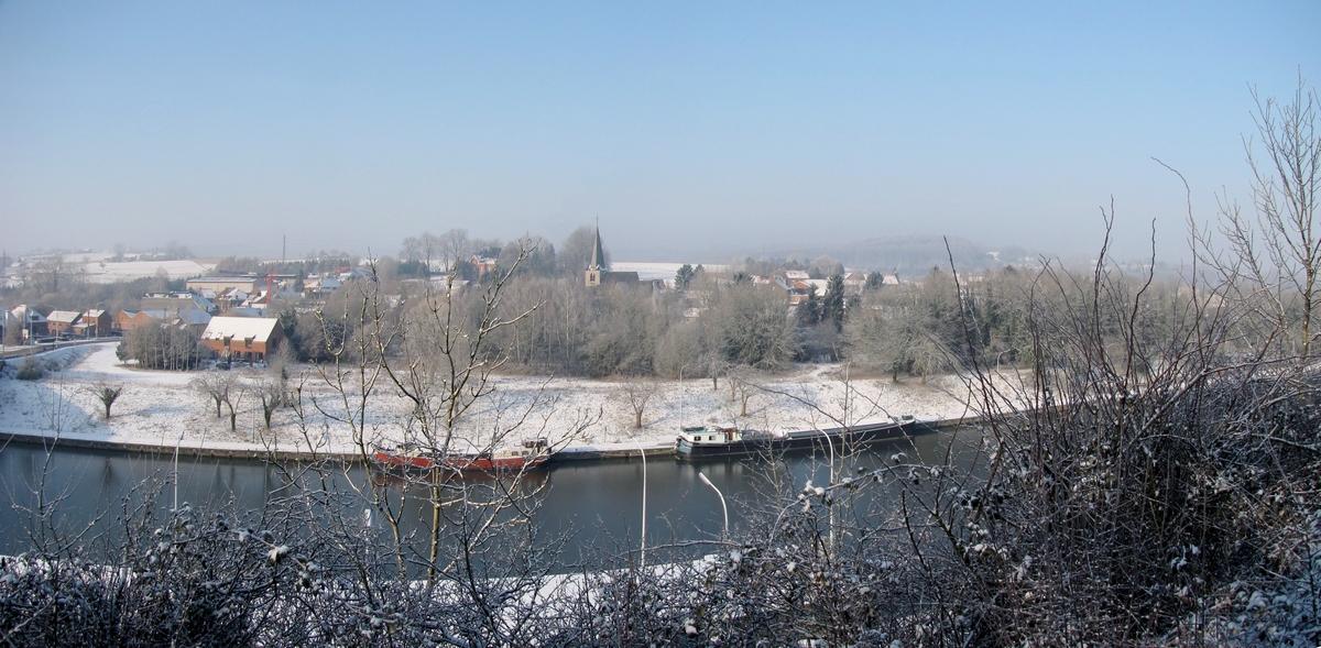 Le village dans son manteau de neige